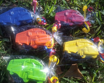 school bus crayons, 20 bags,bus party favors,school party,school bus party favors,teachers gifts,class party, BIG bus, open house gifts