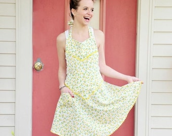 Floral Apron Vintage Style Sustainably-Made Yellow floral apron with pockets Country home cook shabby chic gift for mom sweetheart neck