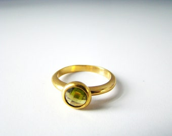Vintage Green Peridot Tiny HGE Yellow Gold Cocktail Ring Size 8 Estate Market Finds