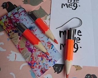 Orange drop boucles d'oreilles crayon, cadeau idéal pour les professeurs ou artistes faits bye meg madebyemeg