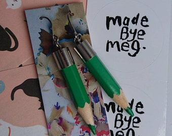 Menu vert boucles d'oreilles crayon, cadeau idéal pour les professeurs ou artistes faits bye meg madebyemeg