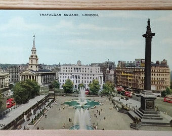 Vintage Postcard Trafalgar Square, London - Nelson's Column - Guarded by Landseer's Lions - Church of St Martin-in-the-Fields - Valesque