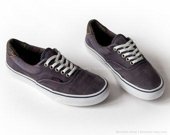 7bfb5df9676 Vans Era skate shoes in dark blue corduroy with leather details