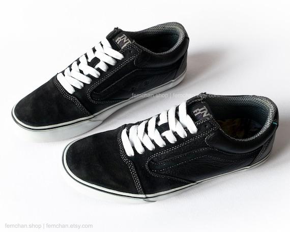 Vans TNT 5 Trujillo skate shoes, black suede low tops, vintage leather sneakers, black trainers, white laces, size 45 (uk 10.5, us men 11.5)