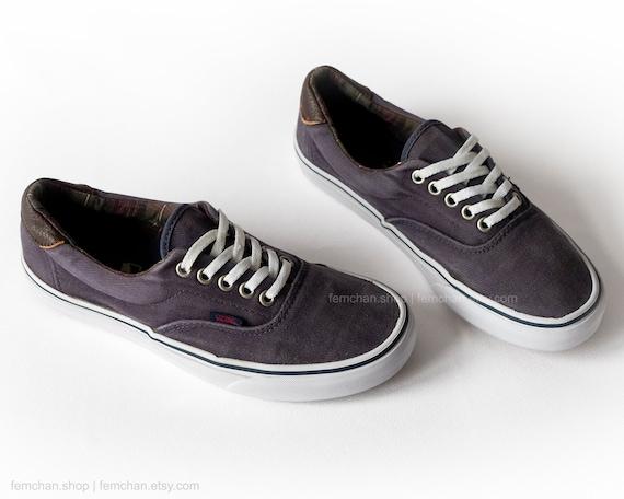 Vans Era skate shoes in dark blue corduroy with leather details, vintage Vans sneakers, low tops, size 39 (UK 6, US Men 7, US Women 8.5)