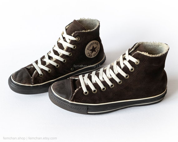 Stars in chocolate brown suede