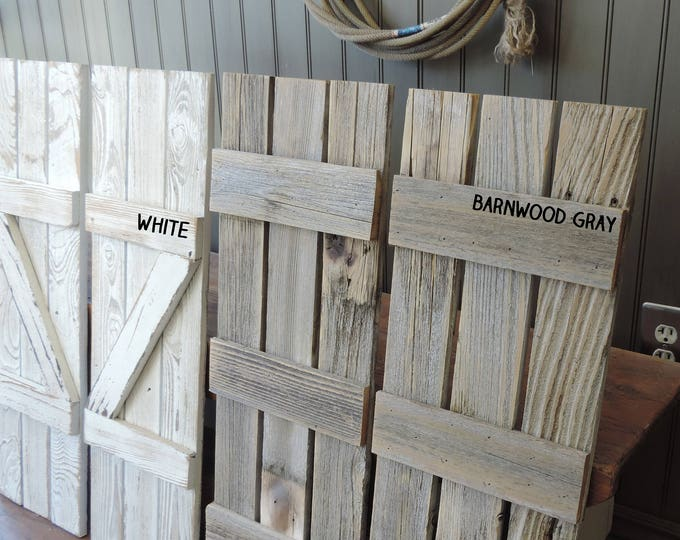 Farmhouse Bedroom Furniture Reclaimed Wood King Size BedRustic Retreat Headboard w//Weathered Barnwood Posts Distresses Bed Frame sets.Your Choice of Colors-AllBarnWood