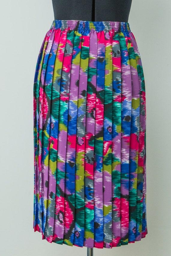 Ladies vintage pleated long skirt. Bright multi-co