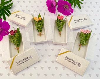 Miniature flowers in 1/12 scale: Box of three fresh roses