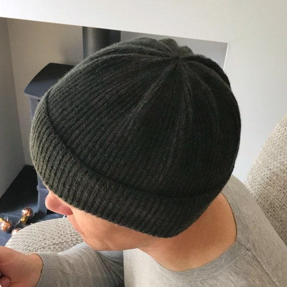 Grau gestrickte Beanie. Damen Mütze. Damen Mütze. Damen Strickmütze. Graue Strickmütze. Wolle stricken Hut. Pom Pom Beanie. Erwachsenen Wintermütze.