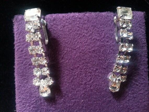 Vintage Weiss Fringe Rhinestone Dangle 50/'s Earrings