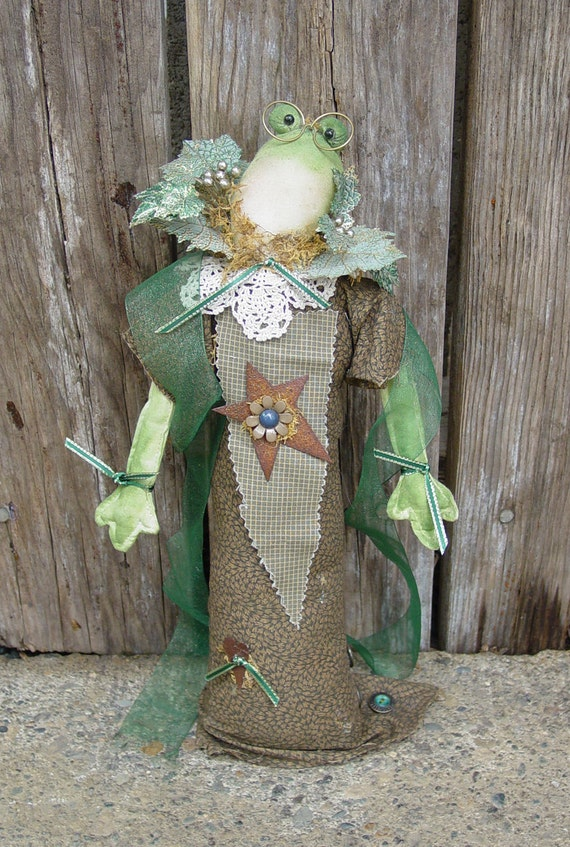"""Pattern: Fiona Frog -  17"""" Lady Frog Doll -"""