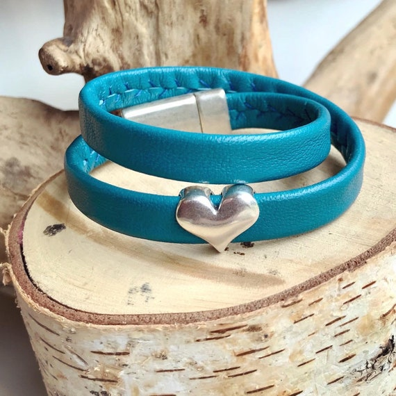 Wrap around teal reindeer leather bracelet with a magnetic clasp.