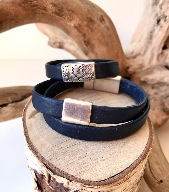 Wrap around navy reindeer leather bracelets with a magnetic clasps.