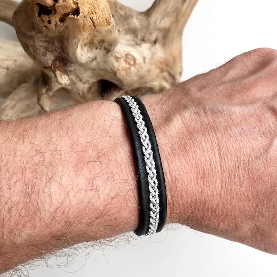 Scandinavian Lapland reindeer leather bracelet with flat pewter.