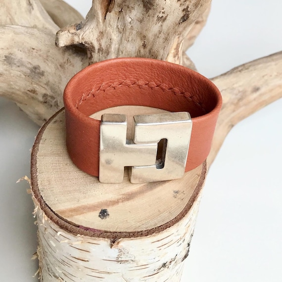 Tan reindeer leather cuff with a magnetic clasp.