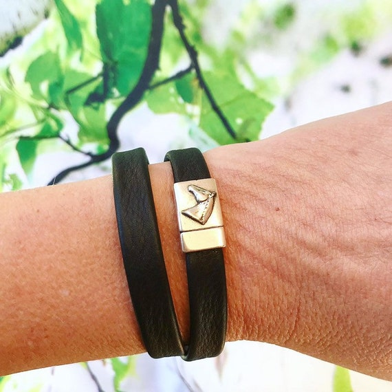 Black wrap around reindeer leather bracelets with a horse magnetic clasp.