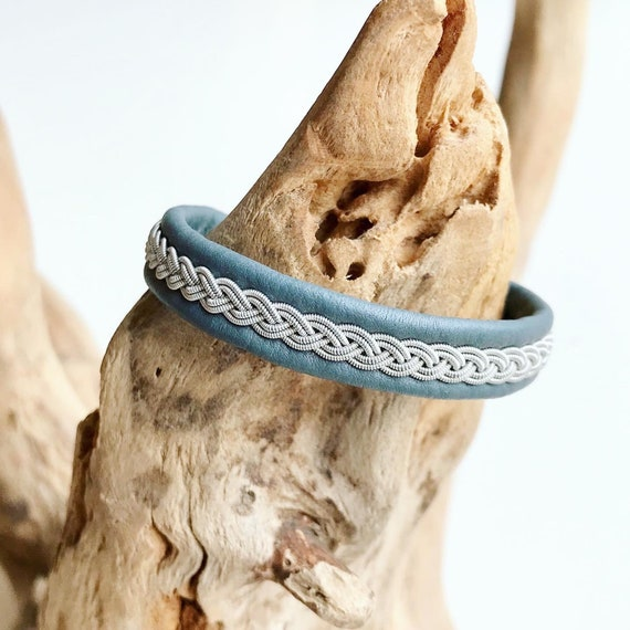 Traditional Sami grey blue reindeer leather bracelet with an antler button.