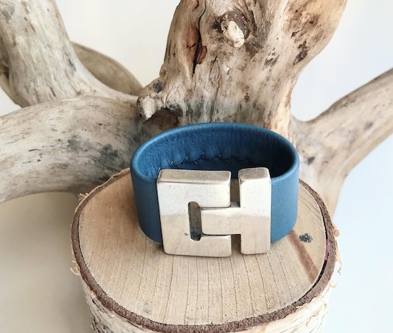 Lighter blue reindeer leather cuff with a magnetic clasp.