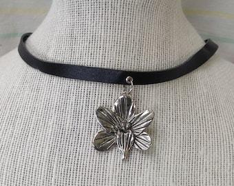 Silver Metal Flower Choker