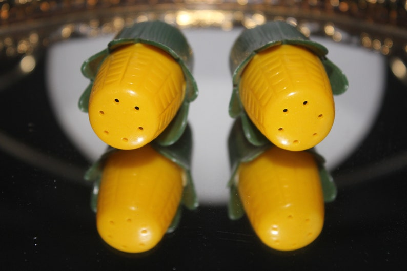 UNIQUE 1950s 60s Green Yellow Plastic Corn Salt N Pepper Shakers Collectable Collectors Home Living Kitchen Decor Vintage Retro Novelty