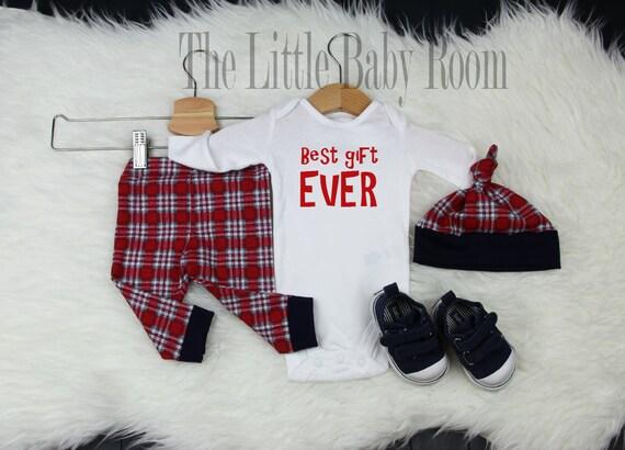 Ensemble de garçons Noël, hiver, Noël, petit garçon à venir rentrer à la maison tenue, à carreaux rouges, meilleur cadeau jamais, cache-couche, chapeau bébé garçon cadeau, Leggings nouveau-né, bébé