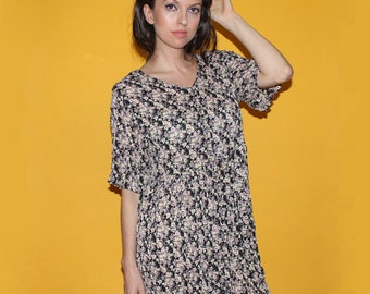 9241d6ea232 Vintage 90s FLORAL GRUNGE DRESS   Muted Colors   Oversized Crinkle Pleated  Babydoll   Comfy Cute