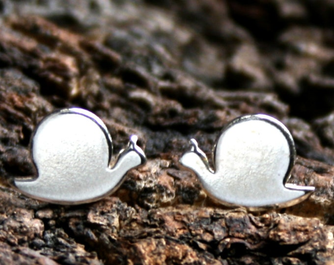 Snail. Sterling Silver stud earrings. 'Forest friends' collection. Exclusive design. Ear studs. Little snails. Eco-friendly recycled silver.