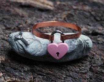 Locking BDSM cuff bracelet. Patterned copper band, working heart shape padlock & 2 keys. Choose pattern and padlock color. Can be engraved