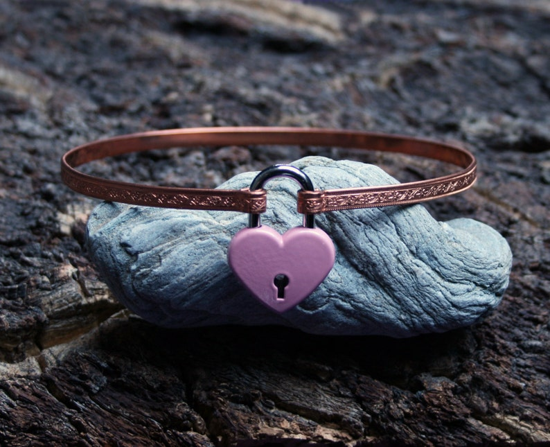 Locking BDSM collar. Patterned copper band with a working image 0