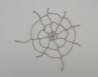 Tutoriel Toile d'araignée Halloween collier déco bijoux toile d'araignée tutoriel Halloween tuto macramé tissage collier tissé toile tissée