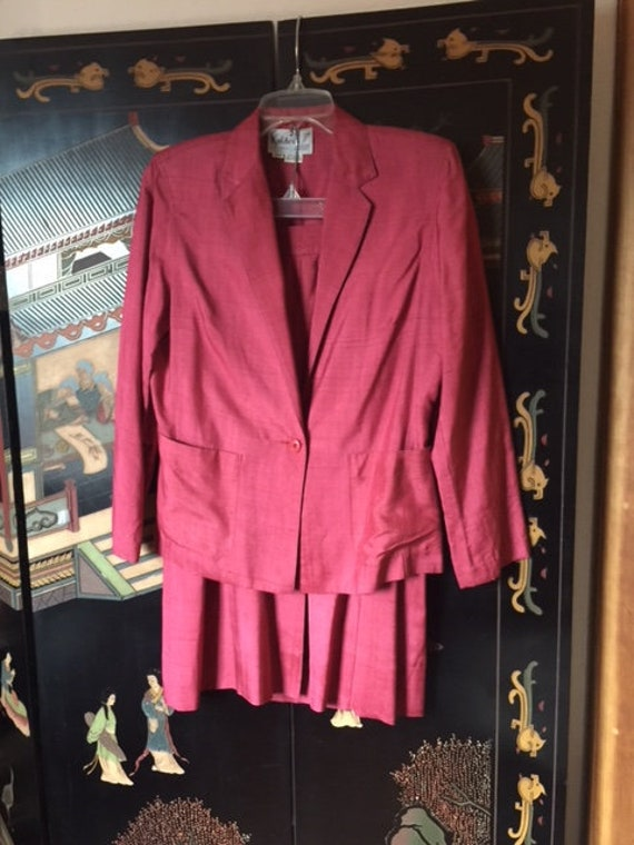 Vintage Silk Suit in fuchsia from the 1970's, high