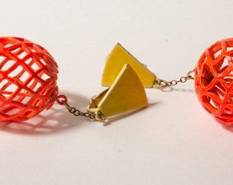 années 1960 (ou 80 s) boucles d'oreilles géométriques Orange et jaunes