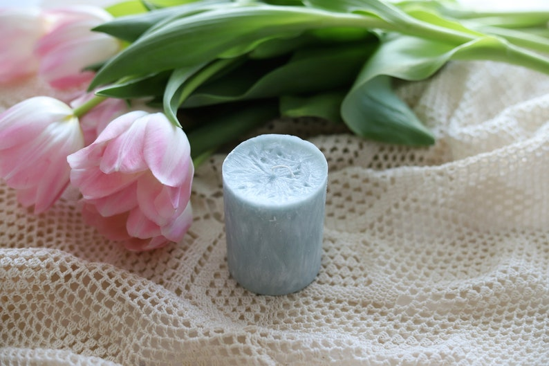 Blue gray candle with crystalic structure and aroma flavor image 0
