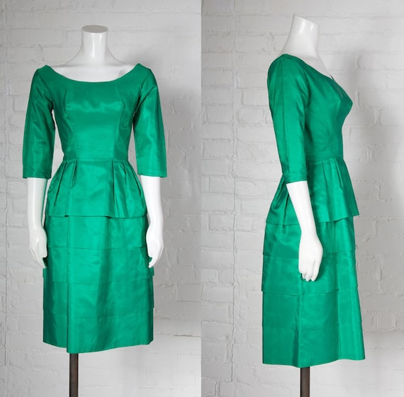 Vintage 1960's evening dress  // Emerald green sat