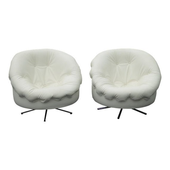 Enjoyable Vintage Pair Of Mcm Milo Baughman Style Swivel Club Chairs W Tufted White Vinyl Squirreltailoven Fun Painted Chair Ideas Images Squirreltailovenorg