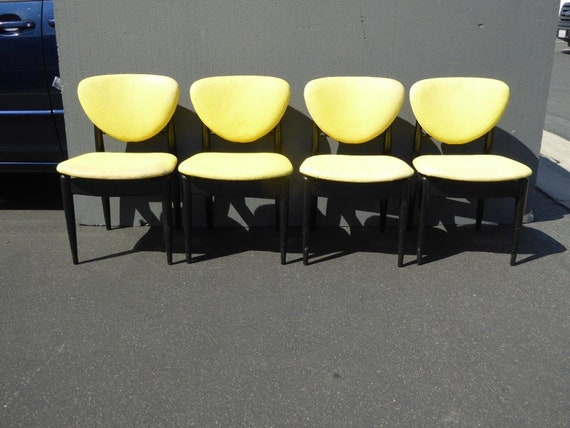 Stupendous Set Of Four Vintage Mid Century Modern Yellow Black Accent Chairs Inzonedesignstudio Interior Chair Design Inzonedesignstudiocom