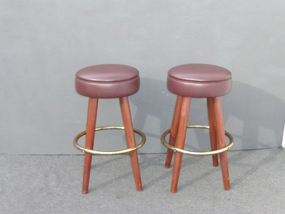 Cool Pair Vintage Mid Century Modern Brown Vinyl Bar Stools Barstools Tiki Palm Beach Style Dailytribune Chair Design For Home Dailytribuneorg