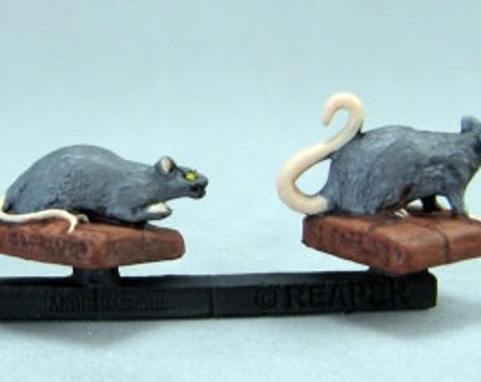 20033: Giant Rats (3) - Reaper Miniatures