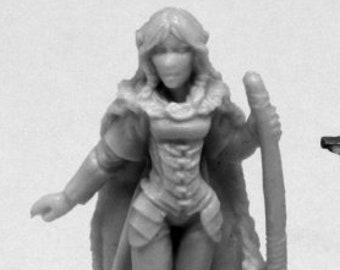 Reaper 77405: Aeris, Female Elf Ranger - Reaper Miniatures