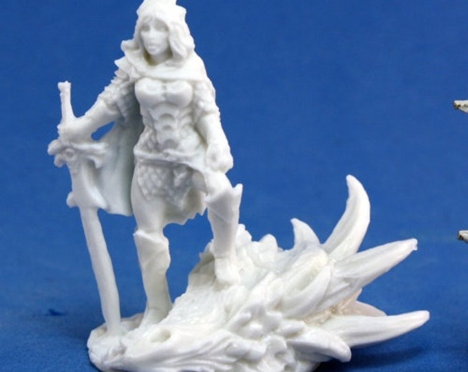 77039: Janan, Female Dragon Slayer - Reaper Miniatures