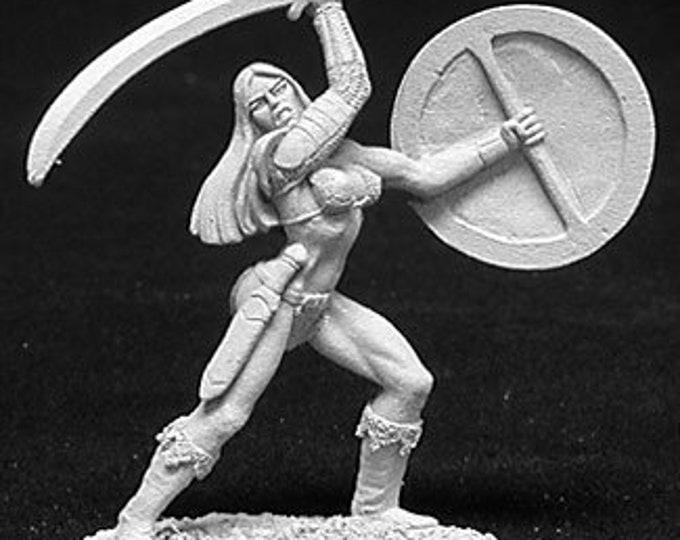 02698: Melorian, Female Fighter - Reaper Miniatures
