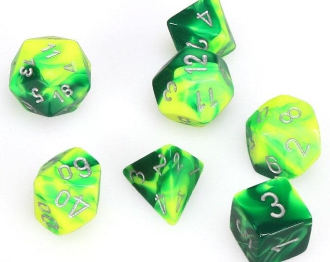 7-Die Set Gemini: Green-Yellow/Silver - CHX26454 - Chessex