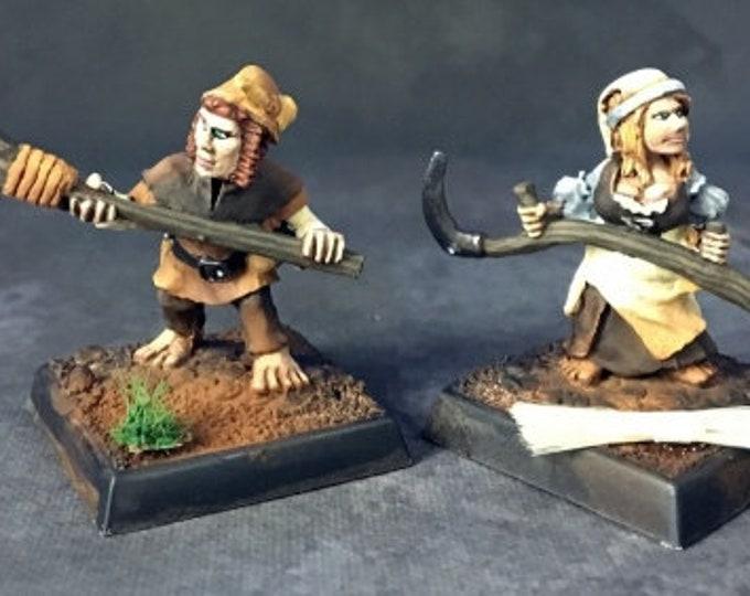 Halfling Farmers (2) - 03729 - Reaper Miniatures