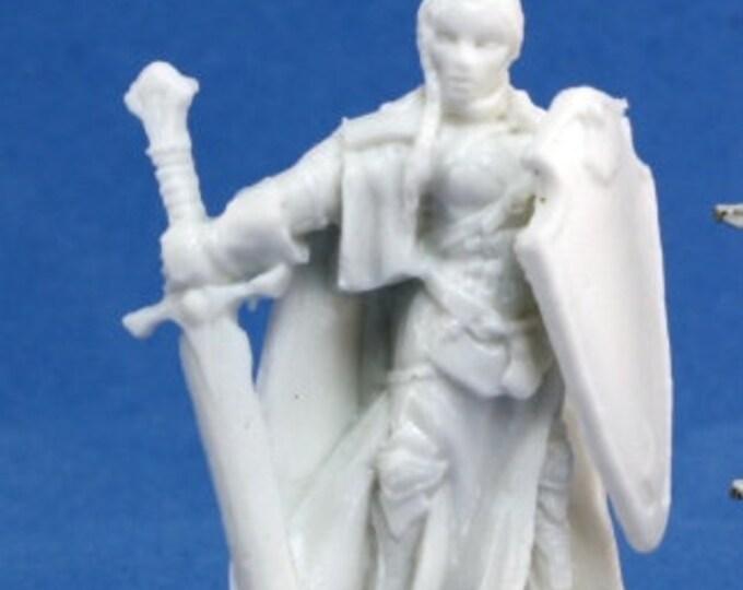 77079: Isabeau Laroche, Female Paladin - Reaper Miniatures