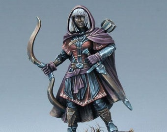 DSM7495: Visions In Fantasy - Female Ranger with Bow (2019) - Dark Sword Miniatures