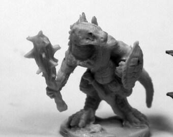Lizardman w/Club and Shield - 77426 - Reaper Miniatures