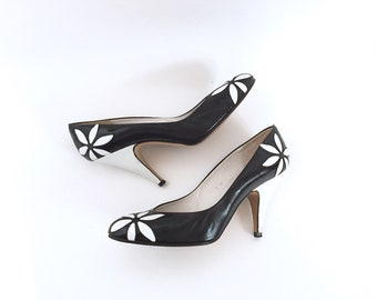 07ed12fb37c vintage 90s liz claiborne flower pumps   black and white daisy flower shoes   liz claiborne floral cut out heels   women s size 7 M Pumps