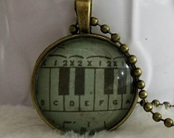Antique piano keyboard bezel necklace/gift for her/gift for wife/calssical jewlery necklace/Musical/vintage jewelry/pendant necklace