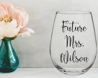 future mrs wine glass / engagement gift / engagement wine glass / future mrs / bridal shower gift / bride to be gift / engaged wine glass